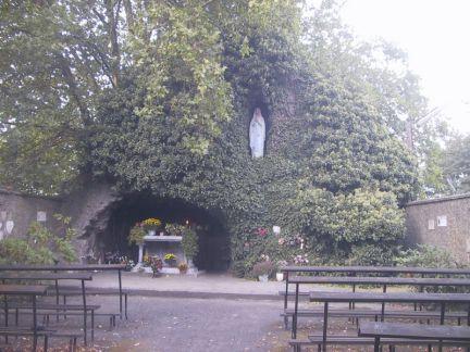 800px-Grotte_nd_de_Lourdes_%C3%A0_Alleur%2C_Belgique