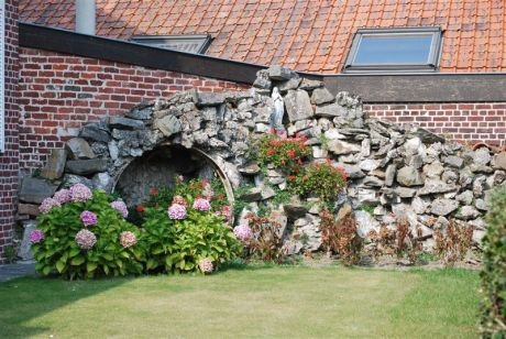 Oekene  lourdesgrot  Sint-Eloois-Winkelsestraat 36  foto 01   sept 2009