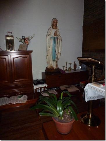 Mariabeeld in kapel Londenstraat 44 Antwerpen café zonder bier buurthuis de dokken.jpg
