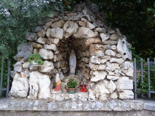 P1130439 Via Chiesa, Affi, Lago di Garda, Italia.JPG