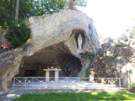 GrotteLeMesnilSurOger rue de l'église.jpg